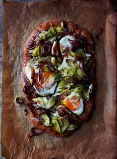 Incredible Spring Pizza by Chelsea Zimmer via A Well Traveled Woman. With baked eggs artfully atop.