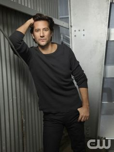 The 100 -- Image: HU01_JM_ Ian2_0304 -- Pictured (L-R): Henry Ian Cusick as Kane -- Photo: JSquared Photography/The CW -- © 2014 The CW Network. All Rights Reserved.