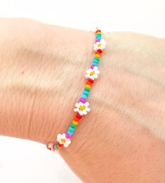Bead Jewellery, Seed Bead Jewelry, Cute Jewelry, Beaded Jewelry, Beaded Braclets, Seed Bead Bracelets, Bracelet Crafts, Flower Bracelet, Seed Bead Flowers