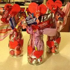 Stunning Valentine Gifts Crafts And Decorations Ideas 41 – Valentine's Day Valentines Day Baskets, Valentine Day Crafts, Valentine Decorations, Valentine Gifts Ideas, Kids Valentines, Candy Bouquet Diy, Valentine Bouquet, My Funny Valentine, Candy Arrangements