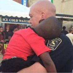 A photo of a Crowley Police officer carrying a lost boy at the Rice Festival has gone viral.