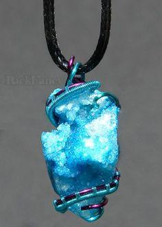 Kvarc ásvány ékszer, drótékszer, természetes ásvány medál, kézműves ékszer, türkiz kék ékszer