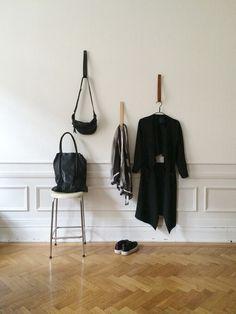 Hallway/Reading | Mathilda Clahr | Strap Hangers