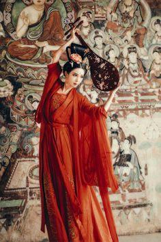 Lấy = Follow 🔥 Superman Hero, Hero Logo, Tribal Face, Chinese Drawings, Traditional Fashion, Traditional Chinese, Chinese Clothing, China Art, Geisha