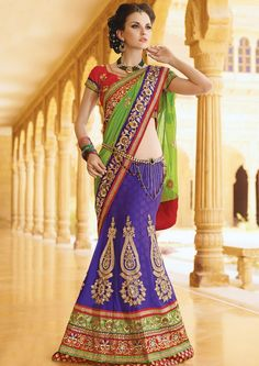 Hair is the important part of our body. Now hair become a part of women and men fashion. Here are a few hairstyles for sarees that are simply amazing.