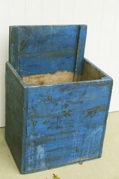 awesome painted woodbox original soldier blue paint.  high back, no lid