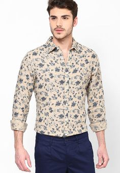 For today's fashion-forward men who just can't compromise on style, this trendy, pink coloured shirt from United Colors of Benetton will be a perfect pick.  http://www.fashionpuram.com/mens-casual-shirts/b-united_colors_of_benetton/