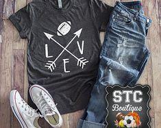 Love Baseball Arrow Women's T-Shirt / Cute Baseball Softball Shirt / Game Day Shirt / Baseball Shirt / Mom Ball Shirt / T-Ball Shirt / Mom Shirt – Basic Game Day Shirts Football Mom Shirts, Sports Shirts, Baseball Jerseys, Baseball Pants, Football Moms, Baseball Mom, Football Players, Baseball Field, Football Sayings