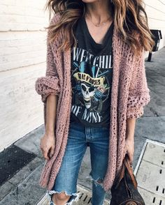 Cool Spectacular Winter Hipster Outfit Ideas With Cardigans To Beautify Your Style Band Tee Outfits, Graphic Tee Outfits, Mom Outfits, Cute Outfits, Graphic Tee Style, Look Fashion, Autumn Fashion, Fashion Outfits, Womens Hipster Fashion
