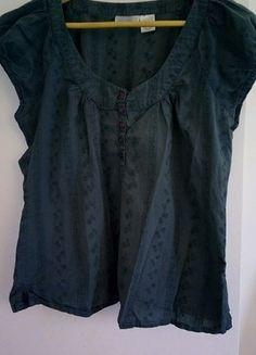 À vendre sur #vintedfrance ! http://www.vinted.fr/mode-femmes/blouses-and-chemises/31766402-haut-vert-manches-courtes-a-fleurs-brodees