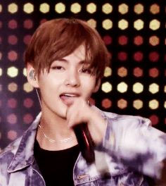 Just want to post few of my fav Taehyung gifs dont mind me