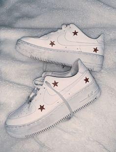 s h o e s # Damenschuhe # Turnschuhe # Weiße Schuhe # Schuhe # Laufschuhe Furniture Down The A Women's Shoes, Me Too Shoes, Shoes Sneakers, Shoes Style, Sock Shoes, White Sneakers, Flat Shoes, All White Shoes, Gucci Sneakers