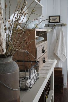 FARMHOUSE 5540: Chippy Door and French Linens