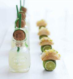 Tacos de pescado blanco con mini botella de tequila!!