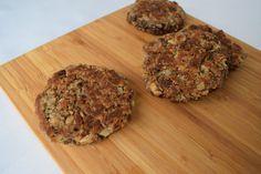 Mushroom burgers: - 6 slices homestyle bread from Cambrooke (Makes 3 cups mL) or 170 g of dry bread crumbs) - ½ cup ml) St Hubert. Protein Recipes, Protein Foods, Dry Bread Crumbs, Mushroom Burger, Burgers, Stuffed Mushrooms, Muffin, Breakfast, High Protein Foods