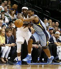 Dallas Mavericks guard Anthony Morrow, left, loses the ball to Memphis Grizzlies guard Tony Allen