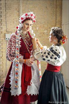Europe Fashion, Fashion History, Folk Fashion, Womens Fashion, Ethno Style, Russian Folk, Folk Costume, Traditional Dresses, Ukraine