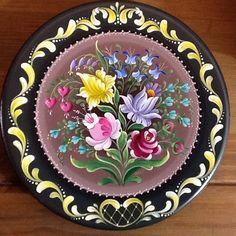 Baroque Painting, Tole Painting, Fabric Painting, Painting On Wood, Folk Art Flowers, Flower Art, Rosemaling Pattern, Norwegian Rosemaling, Cute Animal Drawings Kawaii