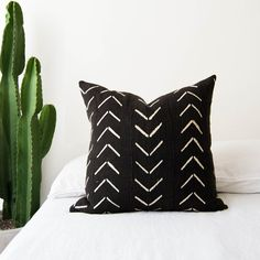 Arrowhead Pillow Cover | African Mudcloth, Black Mudcloth Pillow, Graphic Pillow, Boho Pillow, Throw Pillow, Africa Fabric, Africa Pillow