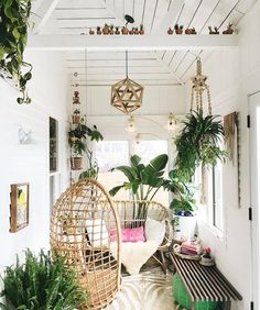 Happy Monday!! The sun is shining around my parts so that must mean good things even if it is Monday right? Starting with this week's #BohoisMyJam feature--@magicbabyvintage magical porch. It's pretty much my dream spot and it's leaving me speechless. I really have no words for how much I want to hang in that swing and gaze at all of the gorgeous plants while listening to awesome 90s music with Cassie and her Full House. If you haven't discovered @magicbabyvintage you need to fix that stat…