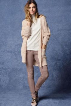 Everyone needs a slouchy cardigan in their wardrobe, especially with autumn around the corner! Here's your go-to one ;)
