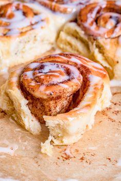 cinamon rolls Cake Recipes, Snack Recipes, Vegan Junk Food, Vegan Smoothies, Vegan Kitchen, Vegan Sweets, Sweet Cakes, Sweet Desserts, Cooking Time