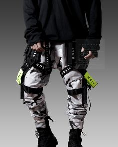 Moda Cyberpunk, Cyberpunk Clothes, Cyberpunk Fashion, Punk Outfits, Cool Outfits, Tactical Wear, Space Fashion, Pantalon Cargo, Boating Outfit