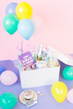 Diy birthday in a box for your bff Diy Birthday Box, Birthday Crafts, Birthday Presents, Birthday Parties, Blue Birthday, Birthday Desert, Craft Images, Party In A Box, Diy Party