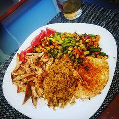 Egy gyors vacsora edzés után mindig jól esik! 😊 #dinner #healty #healthyfood #budapest #mik #chicken #vegetables Minion, Fried Rice, Budapest, Fries, Vegetables, Ethnic Recipes, Food, Essen, Minions