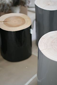 wooden stools from Norwegian Krosser These would be pretty easy to make.a bit of sawing, sanding and painting. Bright colours please. Also where would I source the wood? Wood Furniture, Furniture Design, Log Stools, Log Coffee Table, Japanese Joinery, Wood Stumps, Decoration Vitrine, Wood Stool, Bench Stool