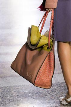 Bottega Veneta at Milan Fashion Week Spring 2018 - Details Runway Photos Fashion Bags, Milan Fashion, Triangle Bag, Leather Bags Handmade, Leather Projects, New Bag, Bottega Veneta, Bucket Bag, Tote Bag