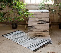 Något för Björkudden! Loom Weaving, Hand Weaving, Cricket Loom, Felt Pictures, Rag Rugs, Types Of Flooring, Tear, Cool Rugs, Humble Abode