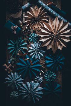 DIY - How to make paper stars - Call Me Cupcake - U.Klein - DIY - How to make paper stars - Call Me Cupcake - Simple Christmas, Christmas Home, Christmas Crafts, Christmas Decorations, Xmas, Christmas Ornaments, Holiday Decor, Christmas Stars, Christmas Cupcakes