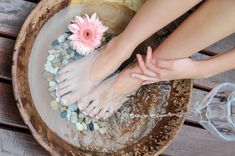 4 Miraculous Home Remedies for Cold Feet salt Tea Just Natural Products, Cold Home Remedies, Cold Feet, Image Skincare, Brunei, Serving Bowls, Wax, Blue Lotus, Epsom Salt