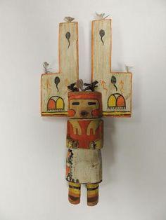 DOLLカチーナ「TETARD「木(ハコヤナギ)の羽を描いた。 米国。 アリゾナ州