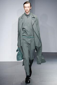 Jil Sander, Look #17 Modern Mens Fashion, Grey Fashion, Fashion Show, Fashion Looks, Men's Fashion, Milan Fashion, Fashion Menswear, Runway Fashion, Jil Sander