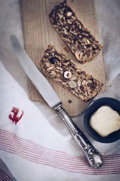 Rezept für das lebensverändernde Brot - ohne Mehl, Hefe und Backpulver. Eweißreich und es enthält mit Nüssen, Leinsamen, Chia, Flohsamenschalen richtig tolle Superfoods. Vegan, glutenfrei, Paleo. titatoni.de