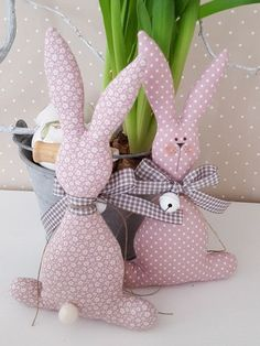 Big rabbit to sew Easter Toys, Easter Bunny, Bunny Crafts, Easter Crafts, Crafts To Make, Diy Crafts, Diy Ostern, Easter Wreaths, Spring Crafts
