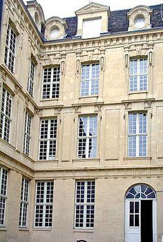 Hôtel d'Hercule (XVIIe) 5-7 rue des Grands-Augustins Paris 75006. Picasso y avait son atelier et il y peignit Guernica en 1937.