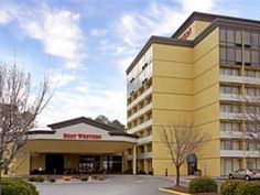 Hampton (VA) Clarion Inn and Suites By Hampton Convention Center United States, North America Stop at Clarion Inn and Suites By Hampton Convention Cente to discover the wonders of Hampton (VA). The hotel offers a wide range of amenities and perks to ensure you have a great time. Take advantage of the hotel's 24-hour front desk, facilities for disabled guests, express check-in/check-out, Wi-Fi in public areas, car park. Each guestroom is elegantly furnished and equipped with ha...
