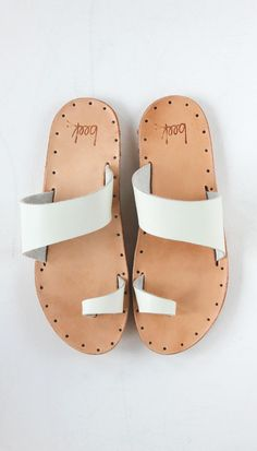 ☆ http://abejasboutique.com/collections/shoes/products/finch-sandals?variant=1481469379