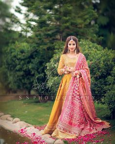 muslim wedding dresses for bride Shadi Dresses, Pakistani Dresses Casual, Pakistani Wedding Outfits, Indian Bridal Outfits, Indian Bridal Fashion, Pakistani Wedding Dresses, Pakistani Dress Design, Indian Dresses, Pakistani Mehndi Dress