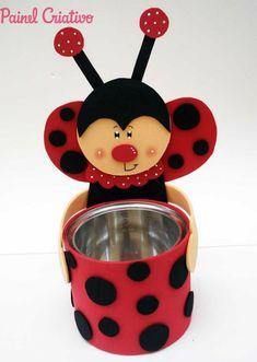 Lembrancinhas de Aniversário em EVA: Passo a Passo +27 Ideias | Revista Artesanato Kids Crafts, Tin Can Crafts, Foam Crafts, Summer Crafts, Easter Crafts, Diy And Crafts, Plastic Bottle Crafts, Ladybug Party, Art N Craft