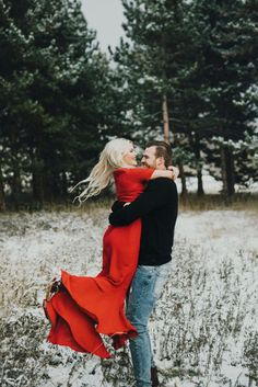 Awesome Whitney Carson Engagement Photo Ideas You Need To Try - photography - Winter Engagement Photos, Engagement Couple, Engagement Shoots, Engagement Ideas, Christmas Engagement, Country Engagement, Fall Engagement, Winter Photography, Couple Photography
