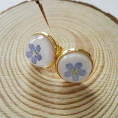 Dimenticare Me non orecchini, oro Invia fiori veri resina borchie, damigella by MyJewlsGarden
