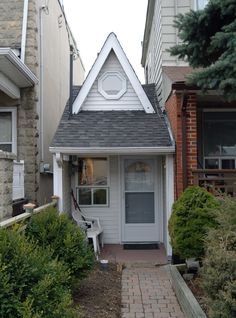 The tiny house If there's a smaller house in Toronto, the owners of 128 Day Ave. don't know about it. At just 29 square metres, the property was squeezed into gap intended for a laneway access road in 1912. It only has three rooms: a living area, kitchen, and back bedroom with a wall bed. #Toronto #architecture
