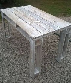 DIY pallet reclaimed white washed tables 99 pallets more . - DIY pallet reclaimed white washed tables 99 more pallets - Wooden Pallet Projects, Wooden Pallet Furniture, Diy Pallet Furniture, Rustic Furniture, Garden Furniture, Pallet Ideas, Furniture Ideas, Furniture Design, Diy Projects