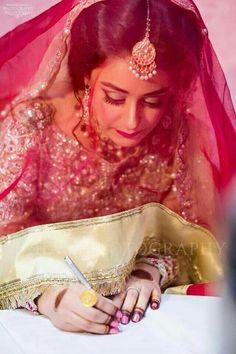 Bridal Dupatta, Bridal Mehndi Dresses, Bridal Outfits, Asian Wedding Dress Pakistani, Indian Bridal, Bridal Photoshoot, Bride Photography, Asian Bride, Bridal Looks