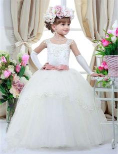2016 White Flower Girl Dresses Appliques Ball Gown Tulle Floor-Length Girls Pageant Dresses First Communion Dresses For Girls Princess Flower Girl Dresses, Ivory Flower Girl Dresses, Tulle Flower Girl, Little Girl Dresses, Kids Pageant Dresses, Girls Formal Dresses, Prom Dresses, Robes D'occasion, First Communion Dresses