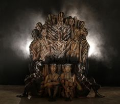 Trono de Ferro de Game of Thrones feito com Body Painting